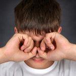 Iseng Pakai Kacamata Minus  Pada Mata Normal, Apakah bisa menular ?
