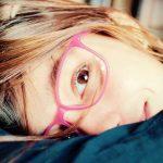 Jangan Panik Saat Anak Iseng Pakai Kacamata Minus Orangtua