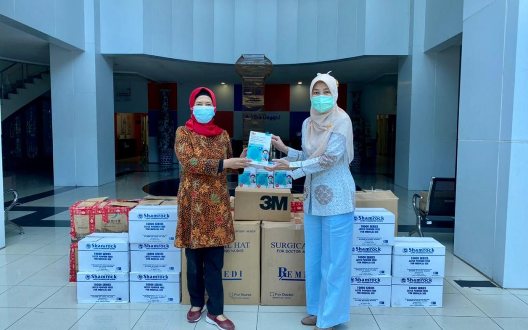 Penyerahan Donasi APD ke Fakultas Kesehatan Universitas Esa Unggul untuk Prodi Keperawatan